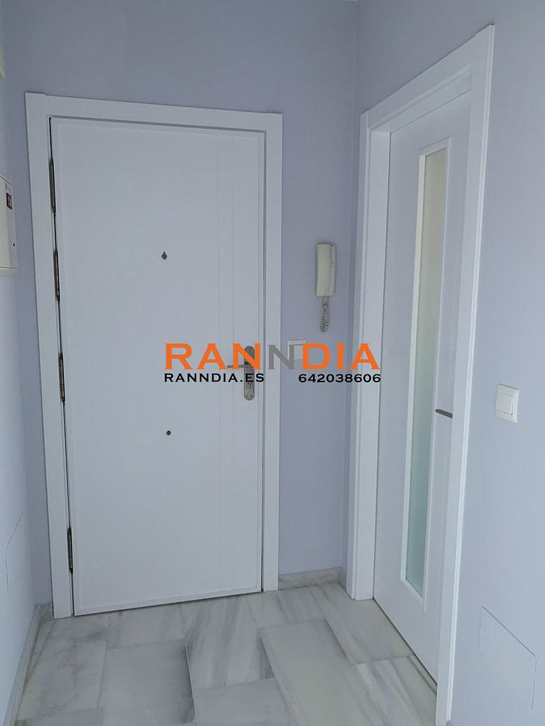 Puertas blancas lacadas en Marbella